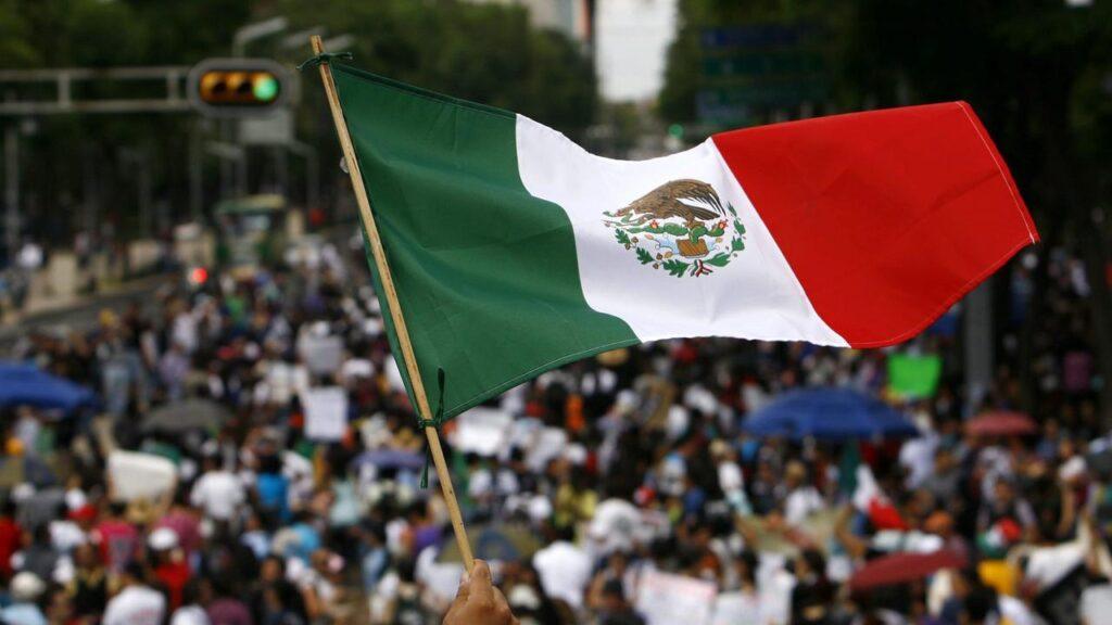 007408200_1539073523-bendera_meksiko